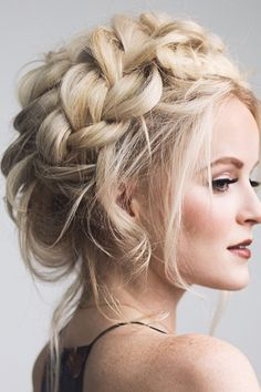Braided prom hair updos look really elegant and beautiful. We have picked the trendiest updo hairstyles for our photo gallery. Braided Prom Hair, Prom Hair Updo, Wedding Hairstyles For Long Hair, Wedding Hair And Makeup, Formal Hairstyles, Hair Makeup, Braided Updo, Twisted Braid, Messy Updo