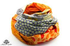 Loop aus Baumwolle der #Lieblingsmanufaktur: in grau und orange mit kleinen Gänseblümchen