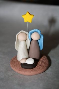 30 wonderful craft ideas for wunderschöne Bastelideen für Anfänger The word clay is reminiscent of the potter& wheel, the creation of things on the potter& wheel and the laborious process of putting the product in an oven … - Easy Polymer Clay, Sculpey Clay, Polymer Clay Projects, Christmas Nativity Scene, Christmas Crafts, Nativity Scenes, Christmas Bells, Christmas Printables, Polymer Clay Christmas