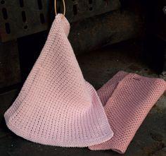Opskrifter på to forskellige og nemme, strikkede og hæklede karklude. Kom igang og lær at lave dem selv.