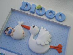 Quadro para porta de maternidade. Quadro de MDF, com apliques em biscuit e papel para scrapbook. Deixar o nome do bebê no comentário. R$ 80,00