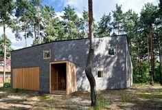 House in the woods / Hayakawa/Kowalczyk  Warsaw. Open floor plan first floor. Bedrooms upstairs.