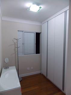 Closet - apartamento Danilo e Daiane  Projeto: Sergio R. Pereira Designer de Interiores Fone: (11) 95475-7897 projeto@sergiorpereira.com.br