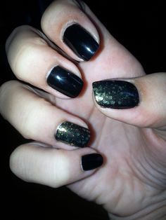 love.black.nails