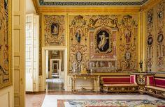 The Pompeian Room at the Bourbon Apartments inside the Royal Site of San Lorenzo de El Escorial. Escorial Madrid, Chateau Hotel, Baroque Design, Mansion Interior, Architecture Old, Luxury Interior Design, Spain, Castle Interiors, Arabesque