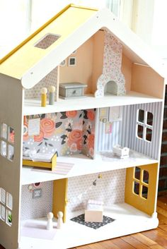 DIY Modern Dollhouse - The Pretty Life Girls Give your playroom a stylish update with this modern dollhouse! All you need is some paint and pretty papers and you can create your dream dollhouse! Cardboard Dollhouse, Wooden Dollhouse, Diy Cardboard, Victorian Dollhouse, Cardboard Box Houses, Dollhouse Tutorials, Dollhouse Kits, Girls Dollhouse, Barbie Furniture