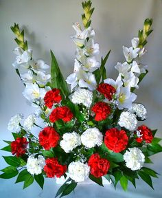 Como hacer un centro de flores artificiales con claveles y gladiolos para cementerio