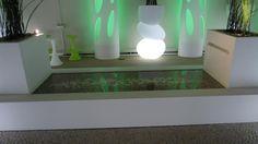 El compacto mineral KRION® Solid Surface ha sido escogido para materializar el original mobiliario de la terraza exterior de Societé XL Insurance.