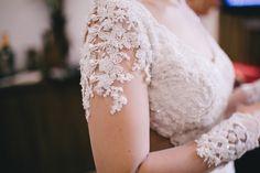 Vestido de Noiva - Detalhe da Manga com Transparência e Renda