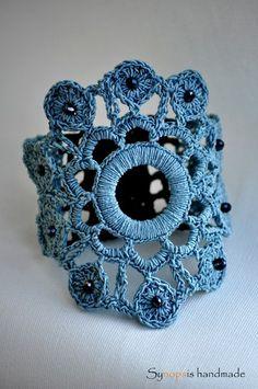 handmade+Crochet+cuff-+bracelet+von+Synopsis+handmade+auf+DaWanda.com