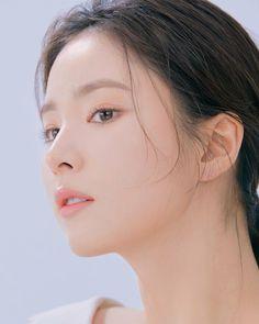 Korean Beauty, Asian Beauty, Beauty Clinic, Senior Photos Girls, Model Face, Beauty Shots, Korean Actresses, Beautiful Asian Women, Beautiful Actresses