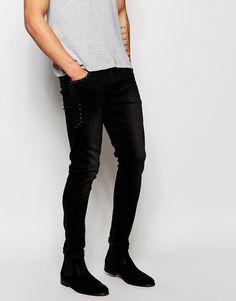 Superenge Jeans von ASOS Stretch-Denim dunkle Waschung normale Bundhöhe Tasche mit Nietendesign superenge Passform Maschinenwäsche 98% Baumwolle, 2% Elastan Model trägt 32 Zoll/81 cm Normalgröße und ist 188 cm/6 Fuß 2 Zoll groß