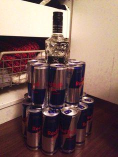 Energy-Wodka-Dosen-Torte. 24 Energy Dosen & 1 Flasche Wodka. Geburtstagsgeschenk für meinem Freund zum 20. Geburtstag.