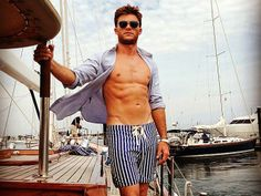 Out to prove he has as much star quality as famous dad Clint Eastwood, rising star Scott Eastwood definitely has our attention after this sexy shoot for the October issue of Town & Country. http://www.people.com/people/package/gallery/0,,20315920_20749182,00.html#30040685