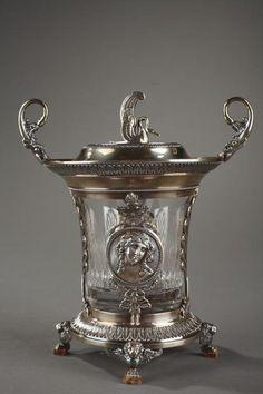 Drageoir d'époque Empire en argent et cristal à décor de cygne et ménades