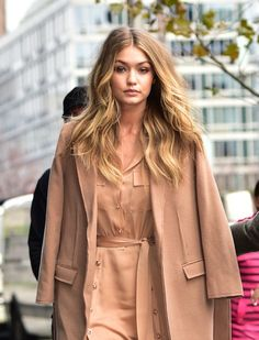 Get the scoop on all your favorite teen stars from your source for celebrity news in young Hollywood! Zayn Malik Hairstyle, Become A Fashion Designer, Gigi Hadid Style, Bella Hadid, Kylie Jenner, Celebrity News, Hollywood, Leather Jacket, Blazer