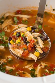 Easy, hearty and comforting this chicken tortilla soup is so easy to make in the slow cooker and has a ton of flavor. Sure to please a hungry crowd. Slow Cooker Huhn, Slow Cooker Soup, Slow Cooker Tortilla Soup, Healthy Soup Recipes, Crockpot Recipes, Simple Soup Recipes, Crock Pot Soup Recipes, Healthy Winter Recipes, Vegetable Soup Crock Pot