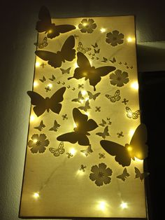 16 Enticing Wall Decorating Ideas for Your Living Room Wall Decor Living Room Decorating Enticing ideas living room Wall Cut Out Canvas, Light Up Canvas, Diy Wall Art, Wall Decor, Fun Crafts, Diy And Crafts, Decorating Your Home, Decorating Ideas, Diy Canvas