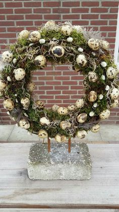 pretty wreath ideas for the front doorNice pretty ideas for front door wreaths.(no title) DIY: Easter egg wreathCreate a simple DIY Easter egg wreath in less than 30 minutes. Diy Spring Wreath, Diy Wreath, Door Wreaths, Wreath Ideas, Easter Wreaths, Christmas Wreaths, Christmas Decorations, Holiday Decor, Fleurs Diy