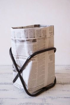 Recycling bins from newspaper 😊 Diy Crafts For Adults, Diy Home Crafts, Diy Craft Projects, Diy Cleaning Products, Cleaning Hacks, Origami Box, Body Hacks, Sustainable Living, Easy Diy