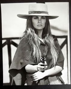 Raquel Welch As Hannie Caulder