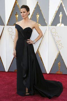 Jennifer Garner in Atelier Versace.