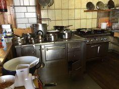 Gast-Holzherd auf der Goldeckhütte Stove, Kitchen Appliances, Fine Dining, Diy Kitchen Appliances, Stove Fireplace, Range, Hearth, Home Appliances, Stoves