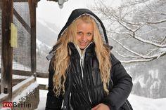 Eroberlin with Anna Safina for skiing in beautiful Austria. Beim skifahren im tief verschneiten Österreich - Anna mit ihren wunderschönen blonden langen Haaren und leuchtend blauen Augen werden Dich verzaubern.