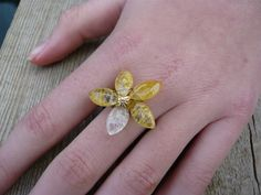 Crackled Quartz size U Flower ring in pretty yellow and white colours by JEWELLERYHANDMADECW on Etsy