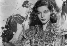 En los TOROS #SinComplejos Lauren Bacall   vía José Vega.