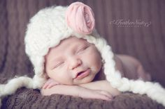Cozy hat with a precious pink fabric flower. Sweet Baby Photos, Baby Pictures, Pink Fabric, Fabric Flowers, Newborn Hats, Crochet Baby Hats, Knit Hats, Knit Crochet, Baby Portraits