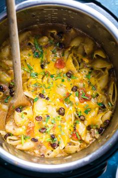 Tacos + pasta 🙌🏼This one-pot Mexican pasta has juicy beef, black beans, pasta shells, and cheese. Stay frugal and feed your army with cheesy taco pasta! Instant Pot Pasta Recipe, Instant Pot Dinner Recipes, Easy Dinner Recipes, Easy Recipes, Dinner Ideas, Mexican Pasta Recipes, Beef Recipes, Recipies, Instant Pot Pressure Cooker