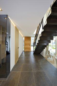 Dunkle Fliesen im Bau-Fritz Haus Alpenchic