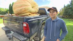 Winnipeg teen's orange giant breaks scale at rural Manitoba pumpkin fair - NewsWinnipeg. Healthy Fats, Healthy Choices, Giant Pumpkin, Pumpkin Contest, Cream Cheese Pound Cake, Extreme Diet, Pumpkin Growing, Vegetable Dishes, Fruits And Vegetables