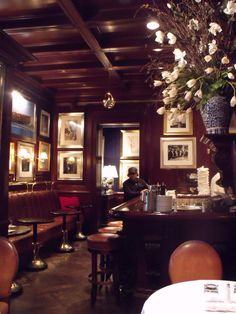 Interior of the bar/lounge at the Ralph Lauren restaurant in Chicago Photo… Bar Lounge, Ralph Lauren Shop, Scandinavian Chairs, Basement Bar Designs, Cafe Bistro, Modern Tiny House, Chicago Restaurants, Bars For Home, Restaurant Design