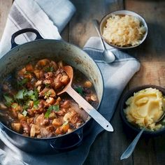 Slow Cooker, Curry, Ethnic Recipes, Food, Alice, Drinks, Mushroom, Beer, Drinking
