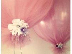 tulle around balloons. Simple and inexpensive