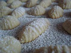 Ces sablés au yaourt sont une délicieuse découverte. Ils sont à la fois friable et fondant en bouche, un délice. C'est une recette idéal pour le café, car elle est très rapide et facile à faire. Elle ne nécessite pas de temps de repos. De plus, la pâte... Desserts With Biscuits, No Cook Desserts, Dessert Recipes, Pastry Cook, Biscuit Cookies, Greek Recipes, Good Food, Food And Drink, Cooking Recipes