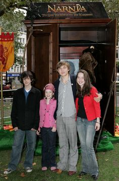 Narnia Children Revealed at Leicester Square Photo Call, Wednesday October 12th 2005, London. Pictured: from Left to Right Edmund (Skander Keynes, 13), Lucy (Georgie Henley, 10), Peter (William Moseley, 18), Susan (Anna Popplewell, 17) Adorable!!!
