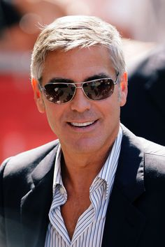 George Clooney looks unbelievably young with Sunglasses