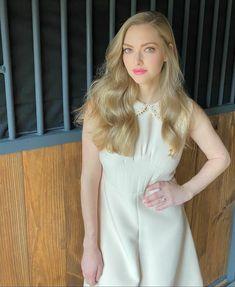 Amanda Seyfried, Prom Dresses, Formal Dresses, Mean Girls, Beautiful Actresses, American Actress, White Dress, Celebrities, Pretty