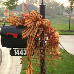 50 Cheap and Easy DIY Outdoor Fall Decorations - Prudent Penny Pincher Fall Mailbox Decor, Fall Yard Decor, Fall Home Decor, Holiday Decor, Decorative Bird Houses, Thanksgiving Decorations, Fall Decorations, Autumn Display, Fall Projects