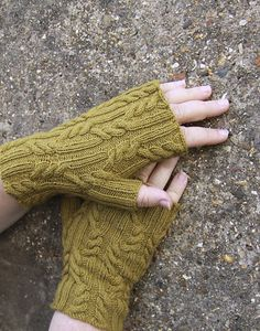 Ravelry: Bouldnor Mitts pattern by Jane Lithgow