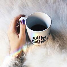 Bom dia! Com direito a arco íris no quarto