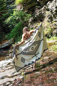 Pendleton Los Ojos Oversized Jacquard Towel - Urban Outfitters
