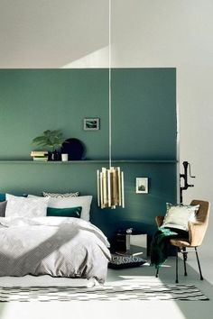 mur double couleur - blnac bleu, chambre à coucher design chic, chambre adulte complete Green Bedroom Design, Bedroom Green, Green Rooms, Home Bedroom, Bedroom Decor, Bedroom Ideas, Master Bedroom, Adult Bedroom Design, Bedroom Turquoise