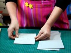 """Voici une présentation de lavidéo avec un pas à pas pour faire cette jolie boîte gourmande !c'est Martine Lintignat pour """"2 mains..."""