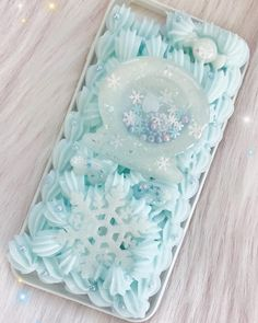 This is my first ever whipped case! For my fist time I think it turned out amazing, I still am excited to improve though! Kawaii Phone Case, Decoden Phone Case, Cell Phone Cases, Cute Cases, Things To Think About, Resin, Hacks, Tattoo, Amazing