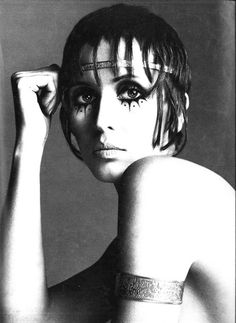 Julie Driscoll by Richard Avedon  - Paris Vogue - 1969-love the makeup and over all styling