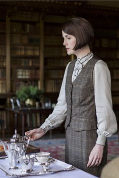 Lady Mary Crawley, Downton Abbey, great tv, elegant, female beauty, hands,
